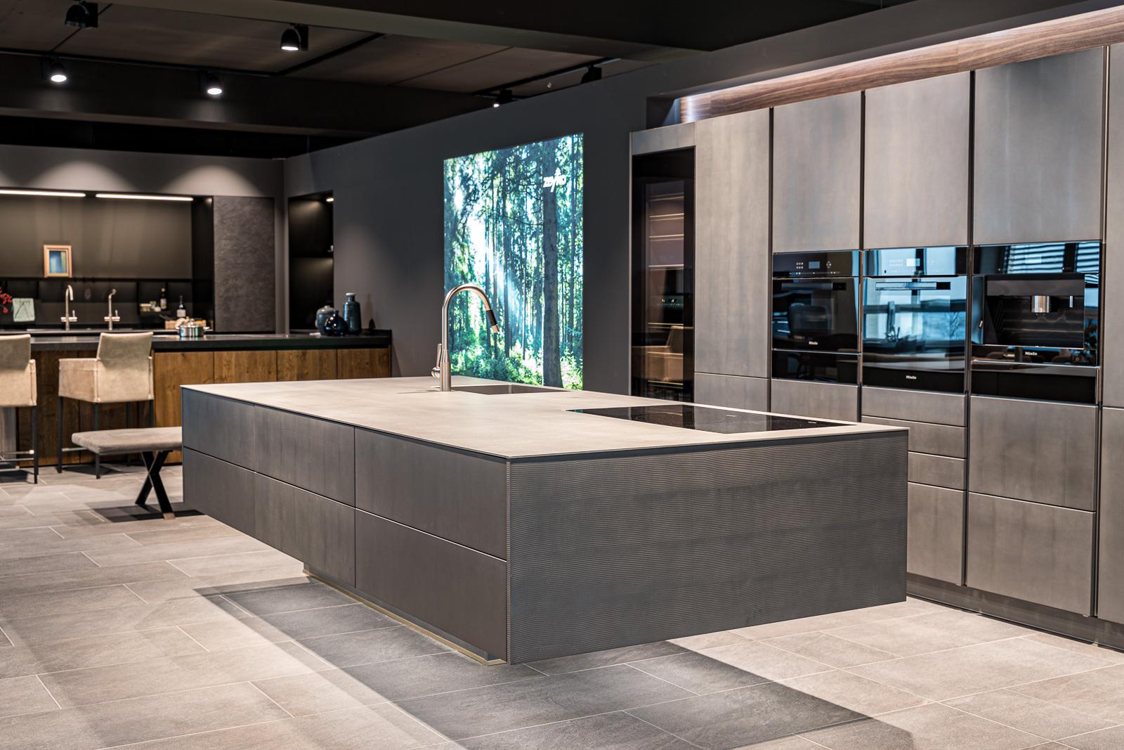 Küchen Galerie Bonn schwebende Küche - Businessshooting Bernadett Yehdou