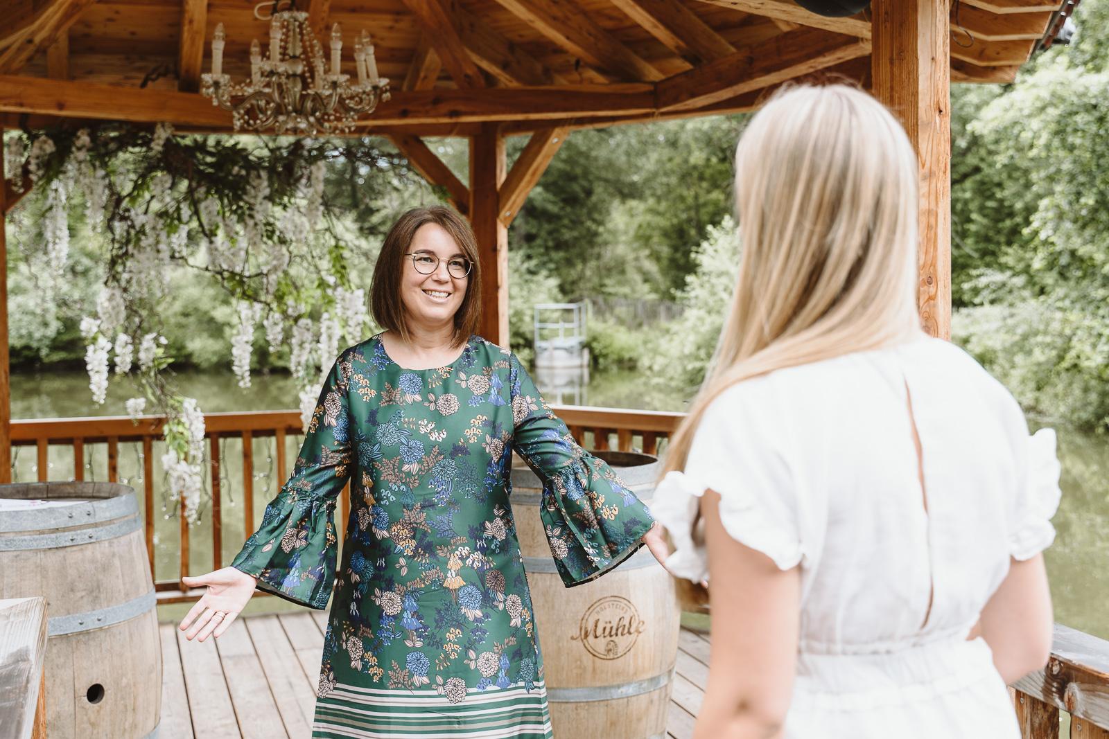 Weddingplanerin Iris Krolop aus Bonn in Holsteins Mühle- Unternehmensfotograf Bernadett Yehdou