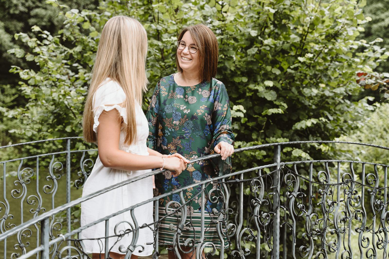 Weddingplanerin Iris Krolop im Beratungsgespräch- Businessshooting Bernadett Yehdou