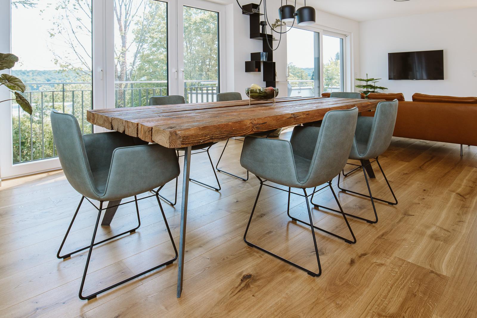 Unternehmensfotograf Bernadett Yehdou - T&R räumegestalten - stylischer Tisch