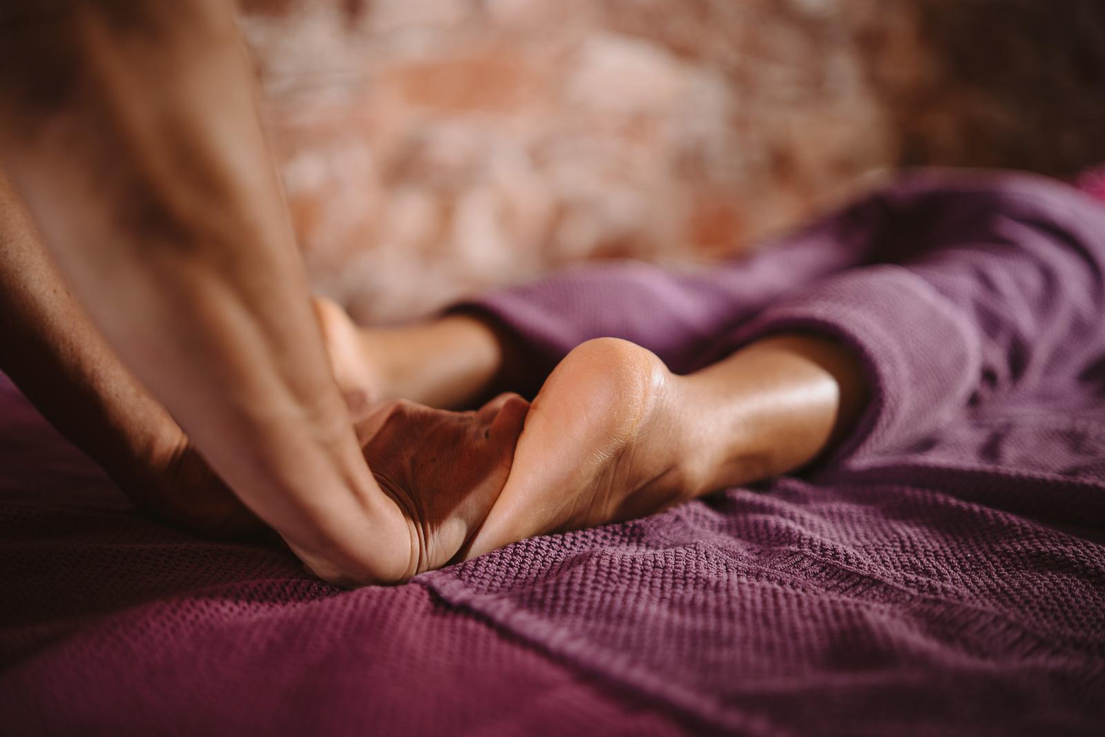 Unternehmensreportage - Salzgrotte Beuel Vital - Fußmassage