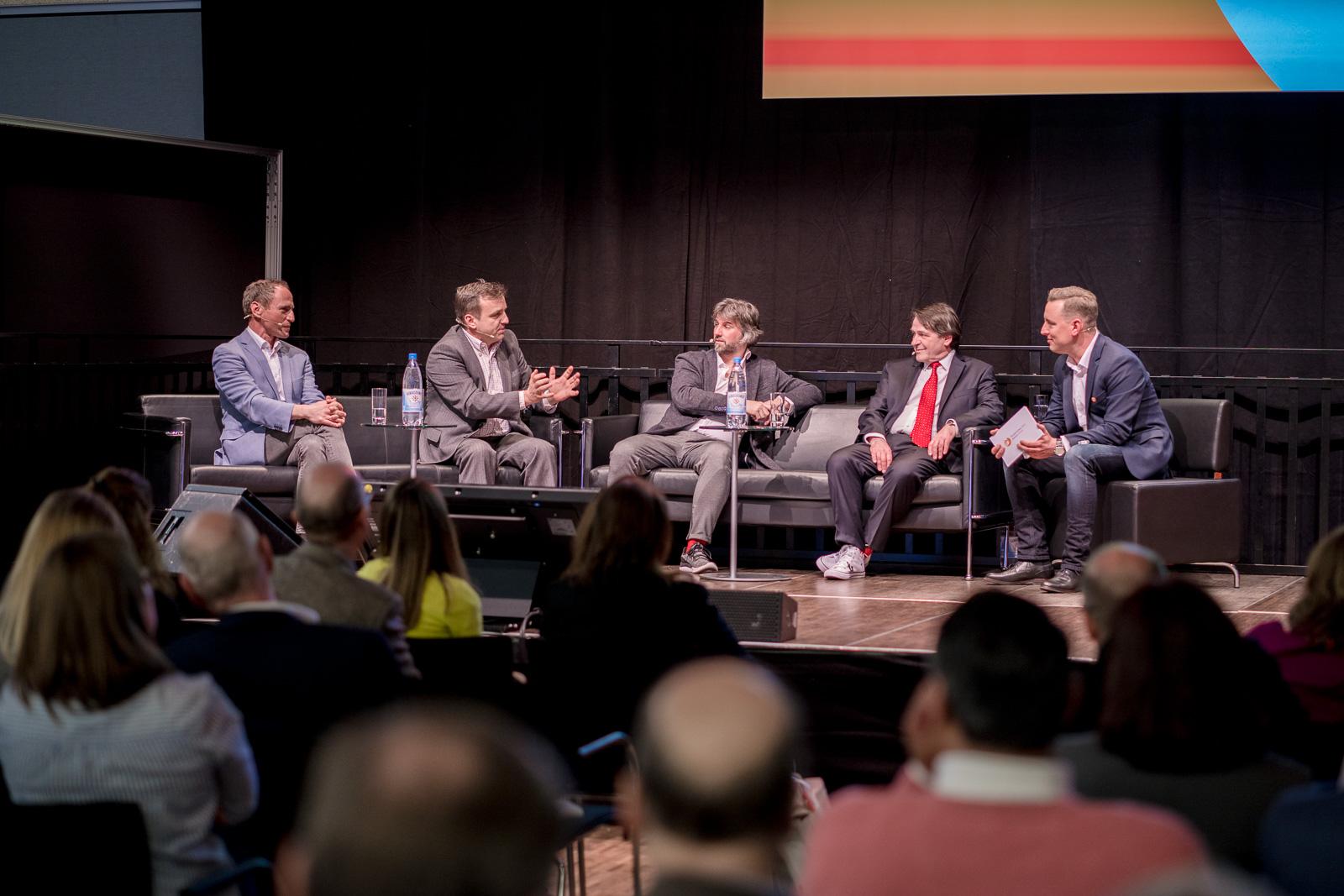 Reportagefotografie - Haptica - Bonn - Gesprächsrunde auf Bühne zum Thema Werbegeschenke