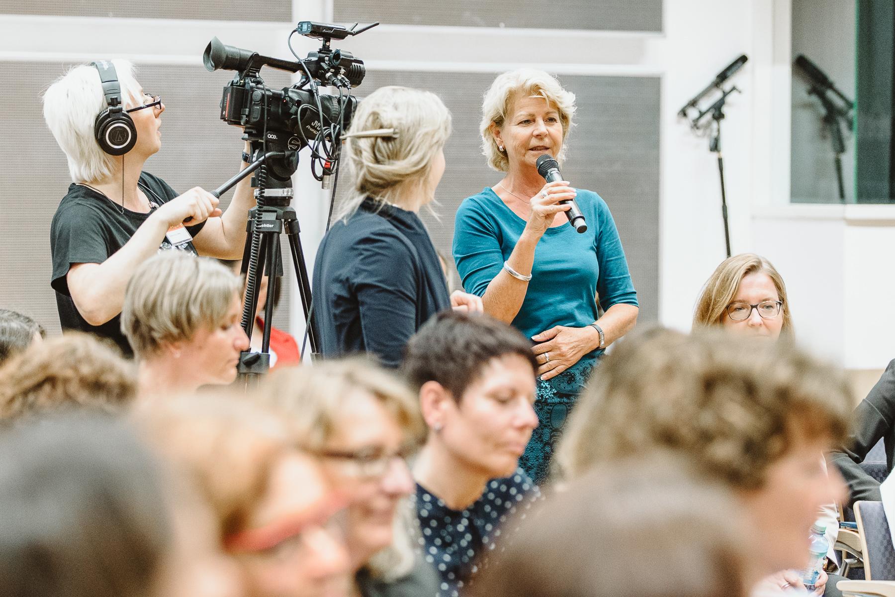 Reportagefotografin - Zuschauerfrage an Sissi Perlinger