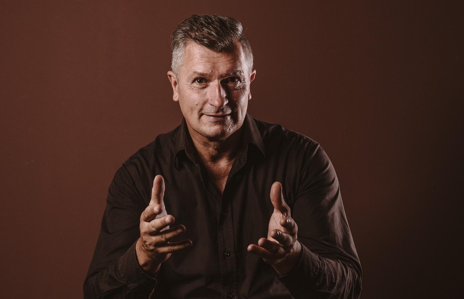 Porträtshooting - Gilbert Köhne bespricht sich mit Kunden