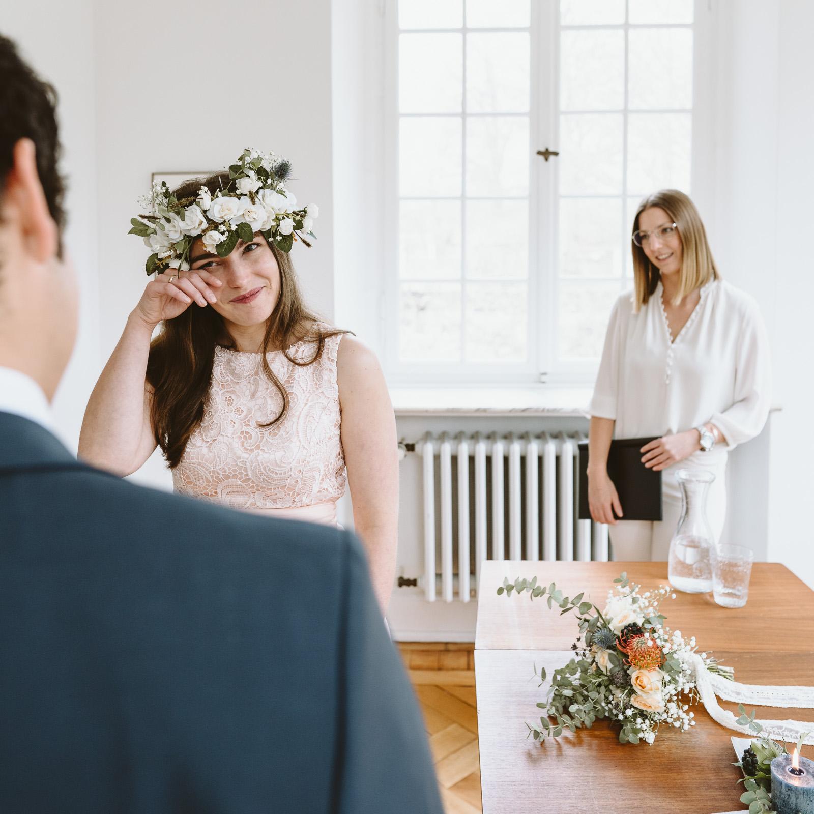 Hochzeitsfotografie - Frau ist zu Tränen gerührt