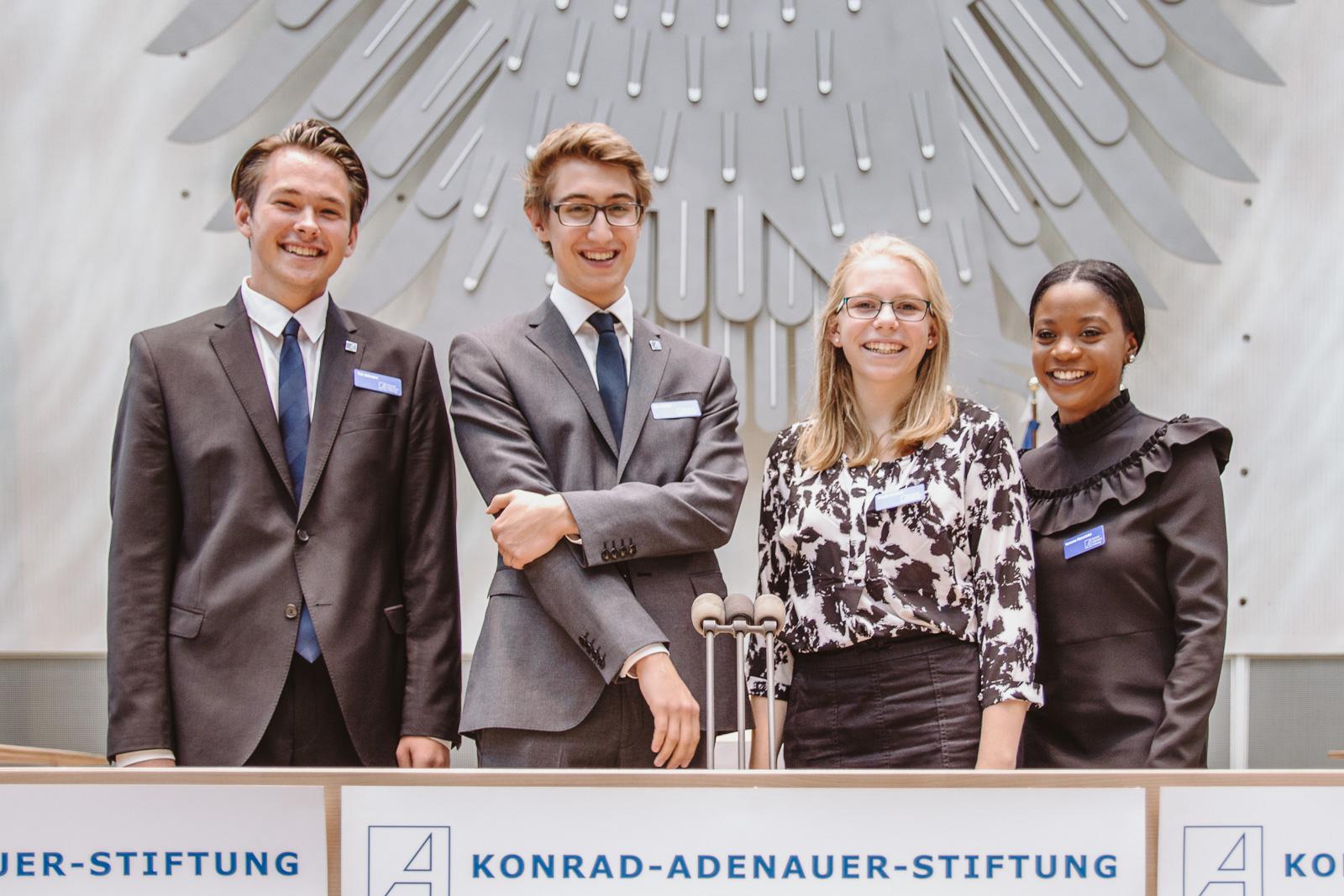 Konferenzfotografie - Gruppenbild Nachwuchs - Wasserwerkgespräch der Konrad-Adenauer-Stifung