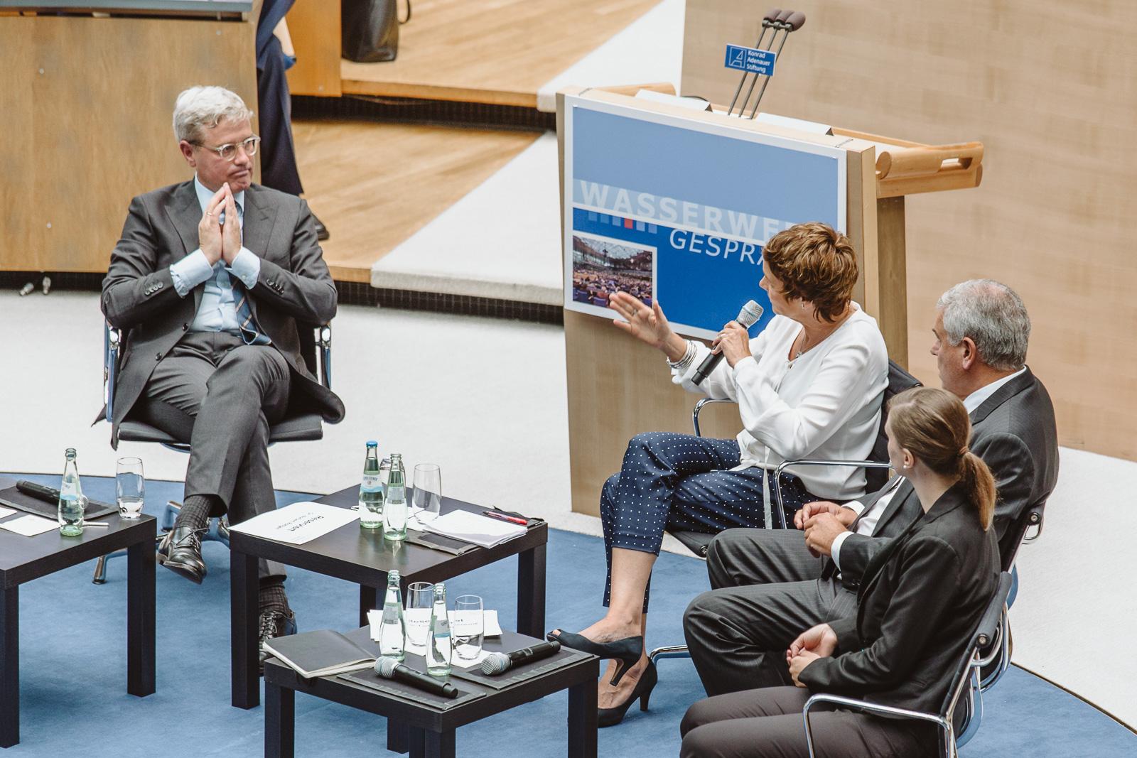Konferenzfotografie - Dr. Norbert Röttgen - Wasserwerkgespräch der Konrad-Adenauer-Stifung - Gesprächsrunde