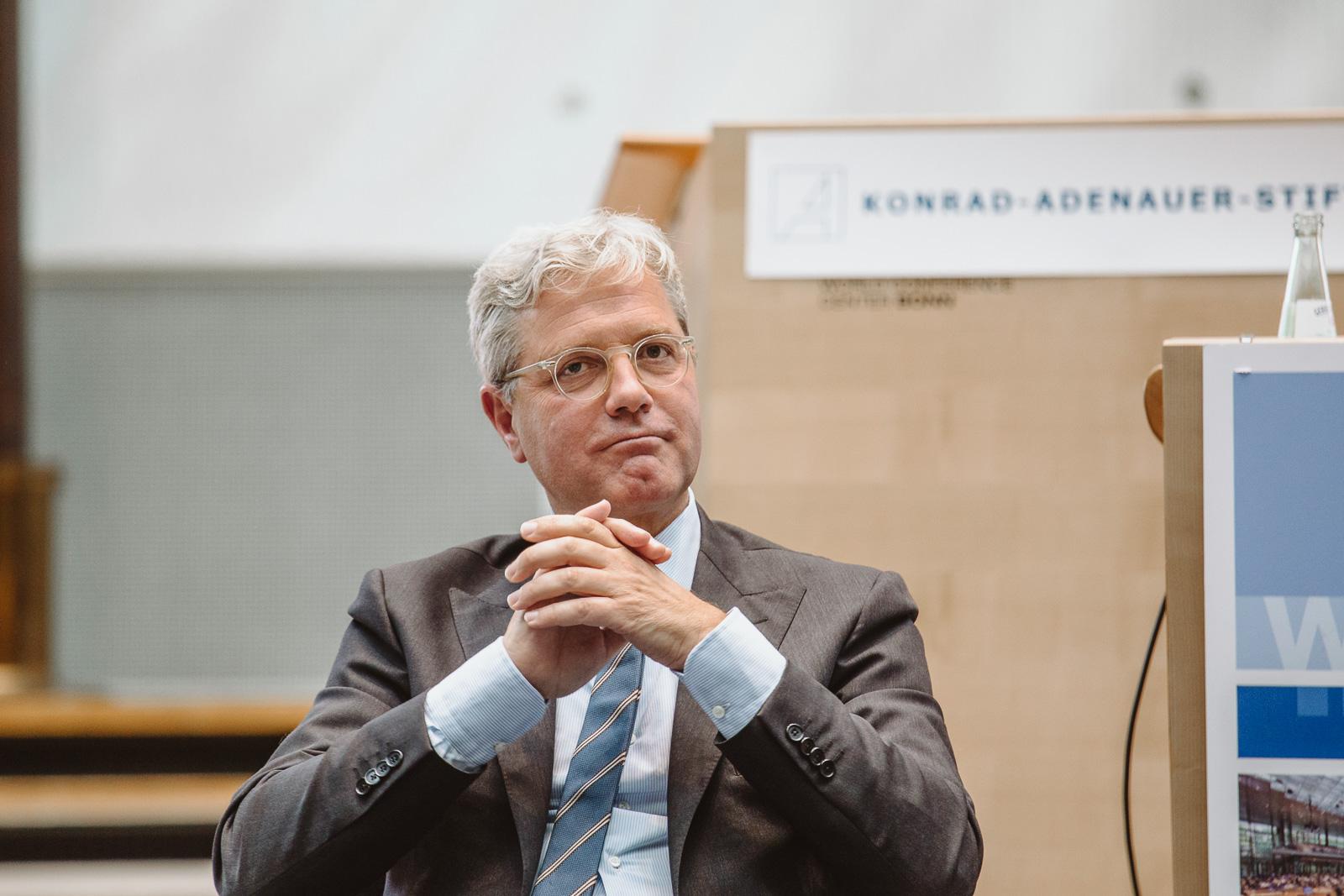 Dr. Norbert Röttgen grübelt - Wasserwerkgespräch der Konrad-Adenauer-Stifung
