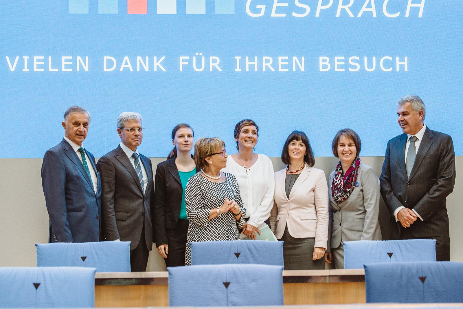 Konferenzfotografie -Gruppenbild- Wasserwerkgespräch der Konrad-Adenauer-Stifung